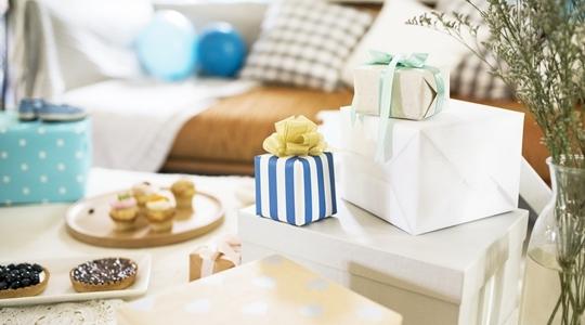 TOP 7 pomysłów na prezent dla mamy i niemowlęcia